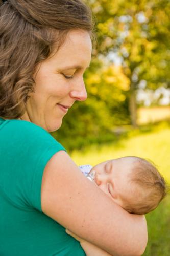 Photographie de bébé avec sa maman
