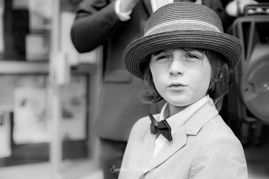 Portrait d'un jeune garcon au mariage