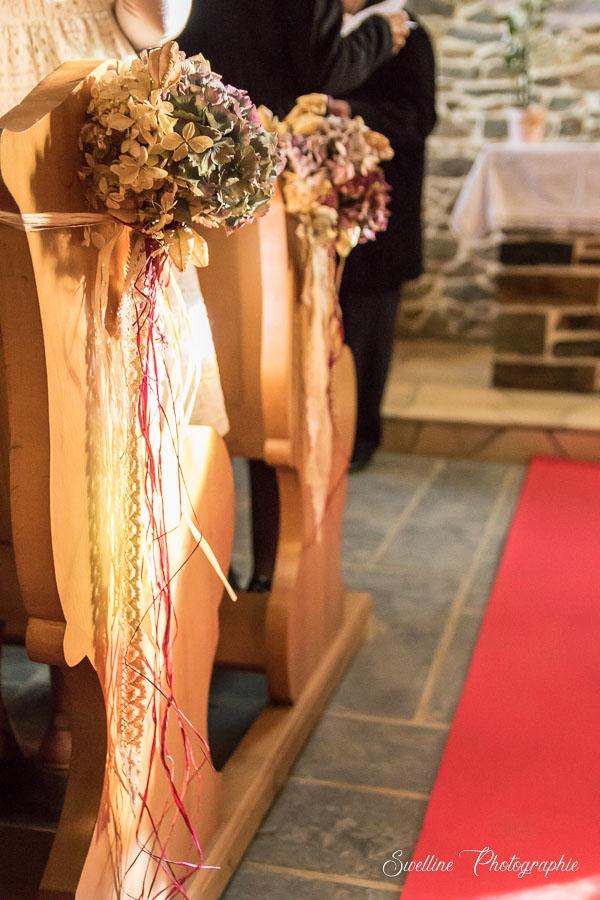 Les bouquets de décoration du mariage à l'église