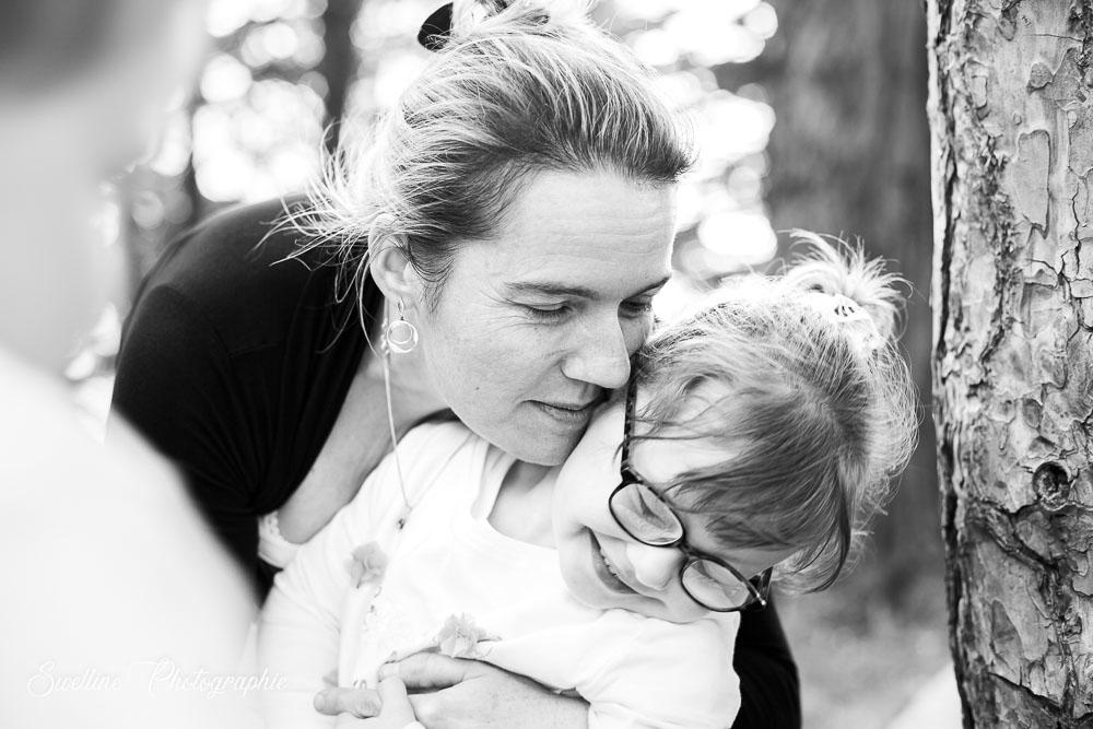 Photographie de famille, moment tendre maman et sa fille