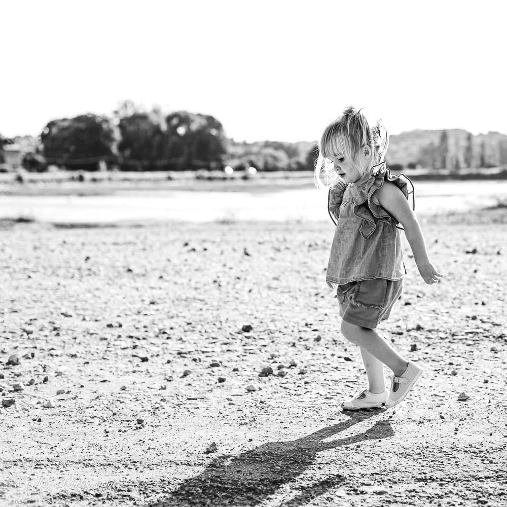 Photos petite fille qui marche