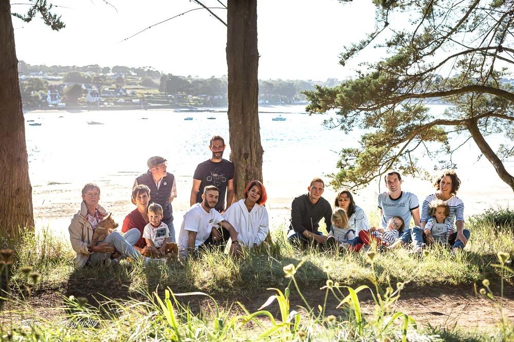 Photographie de famille en bord de mer