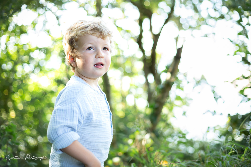 Photographie enfant dans la nature en extérieur