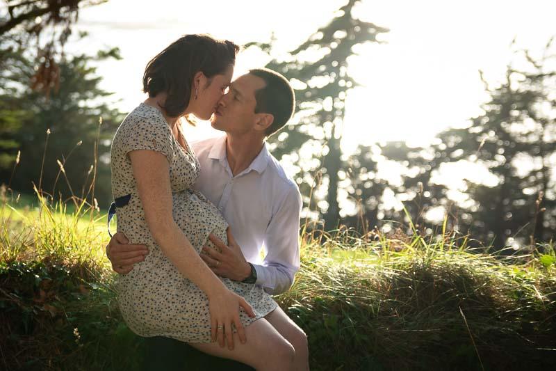 Photographe professionnelle couple grossesse
