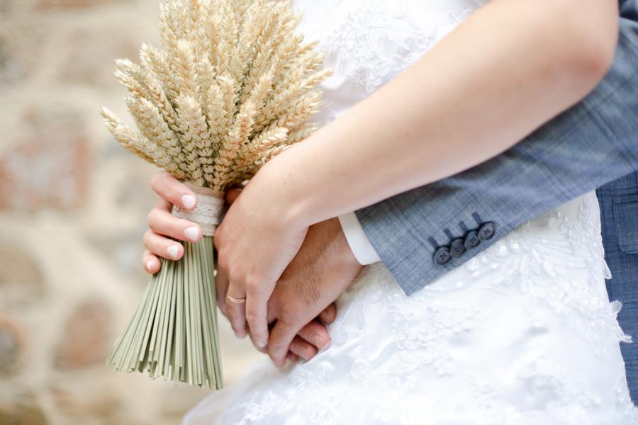 photographie-mariage-mains-doux-plougrescant-lannion-bretagne