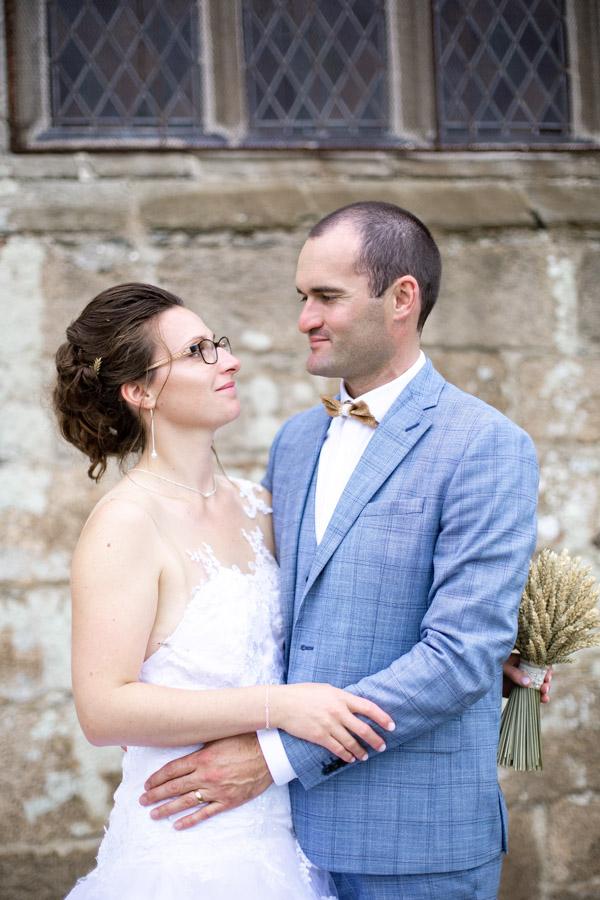 photographie-mariage-couple-regard-plougrescant-lannion-bretagne