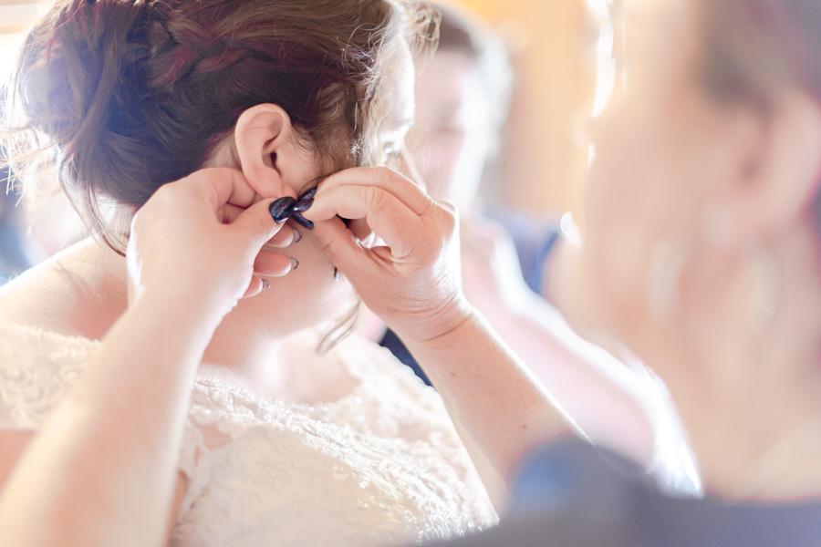 Préparatifs et habillage des mariés, bijoux