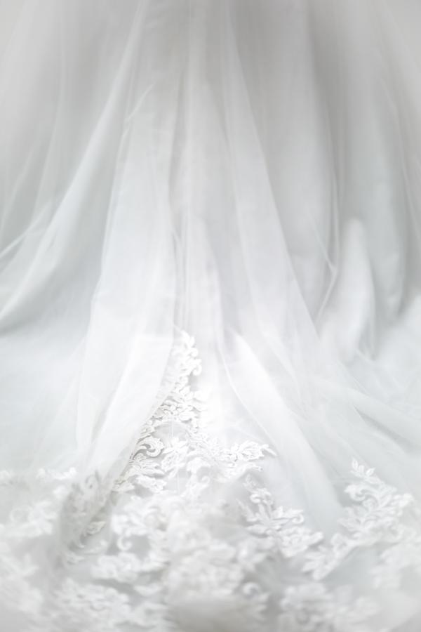Préparatifs et habillage des mariés, la robe