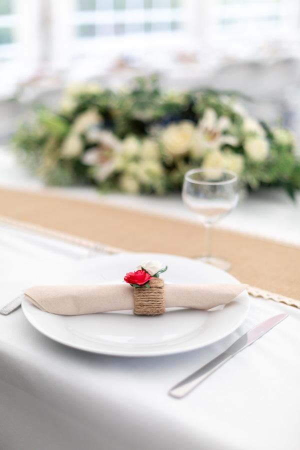 Soirée du mariage au domaine de Coat Aillis - Plestin-les-gèves, Décoration épurée et délicate de la table