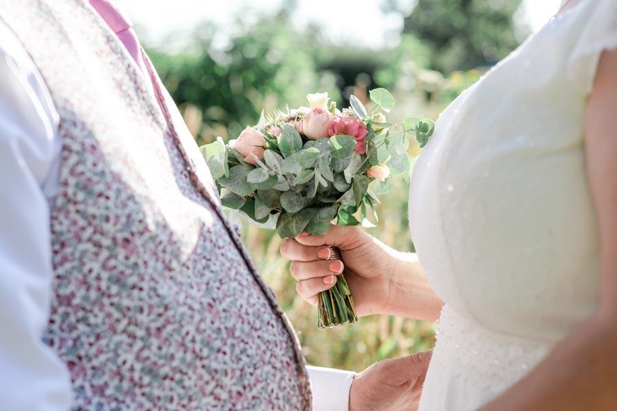 Bouquet mariée doux et délicat rose et eucalyptus