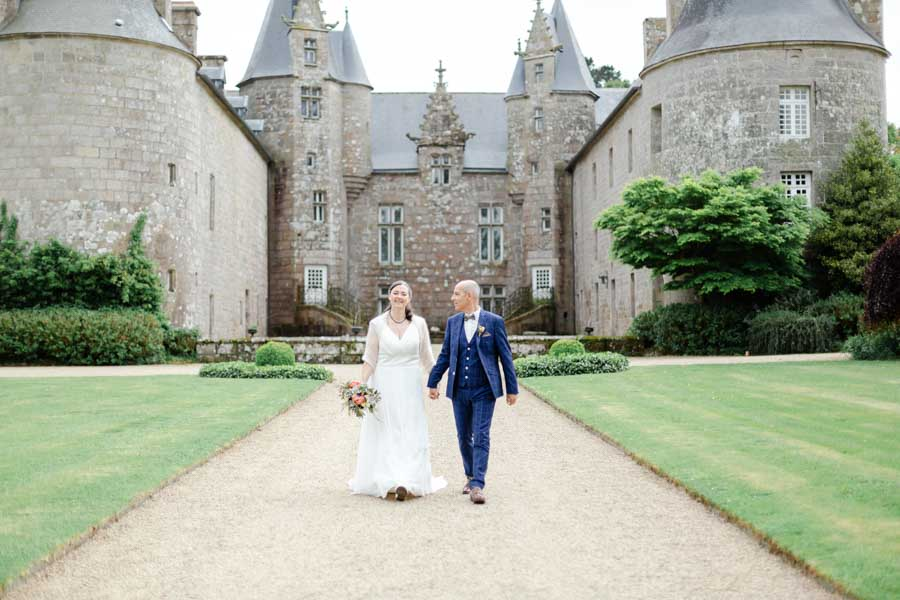 photo de couple de mariés au chateau de kergrist