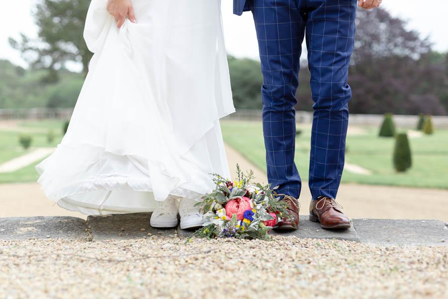 bouquet aux pieds des mariés chateau de Kergrist Ploubezre