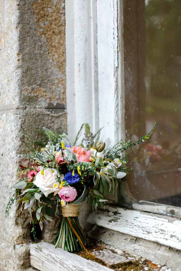 Photo du bouquet de la mariée pivoine champêtre chateau de Kergrist Ploubezre
