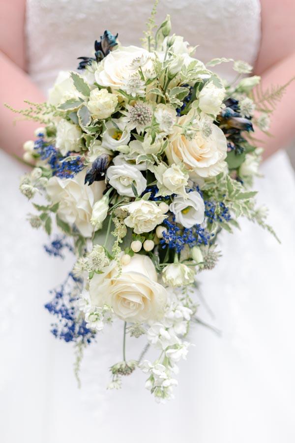 Bouquet mariage blanc bleu délicat Plufur