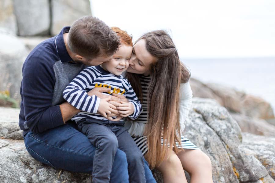 Photographie grossesse famille au gouffre de Plougrescant
