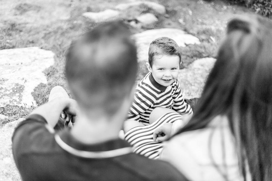 Photographie enfant famille au gouffre de Plougrescant regard