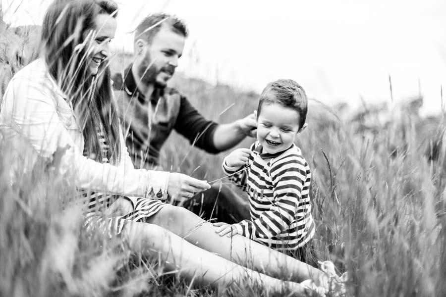 Photographie enfant famille au gouffre de Plougrescant complicité